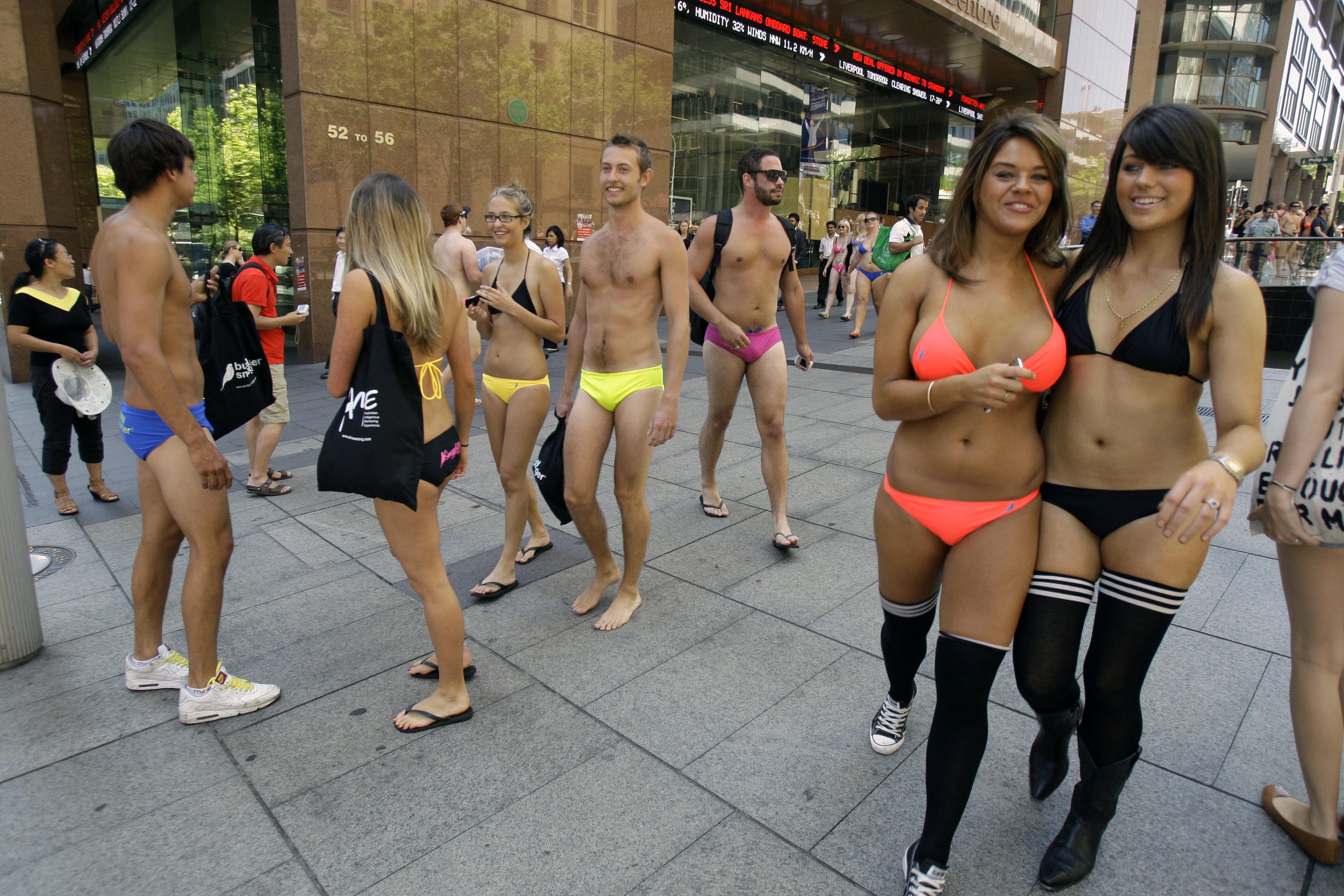 Фотографии голых женщин в городе 20 фотография
